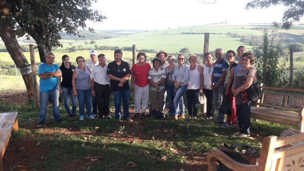 Realização de visita técnica dos Produtores Rurais da Comunidade do Grotao na cidade de São Roque de Minas.