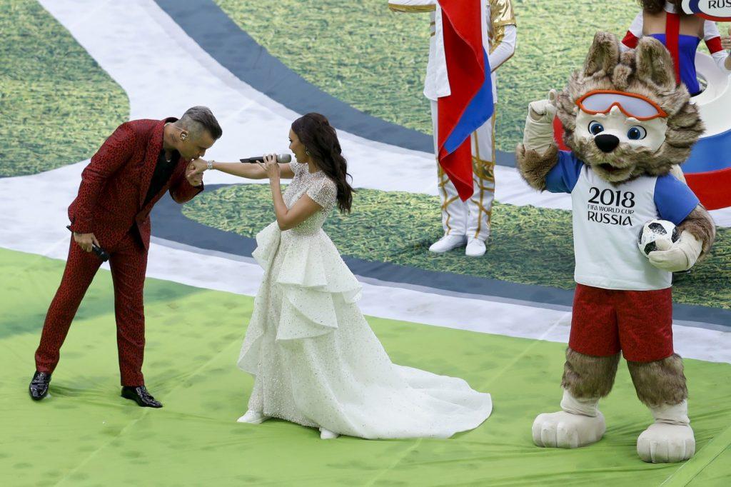 Conduzida por Ronaldo, Robbie Williams e Aida Garifullina, cerimônia inaugurou Mundial