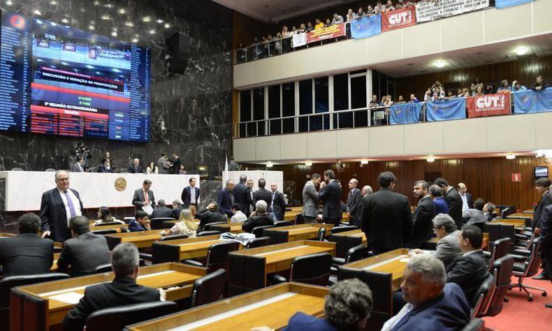 Deputados aprovam PEC do piso da educação para Minas Gerais