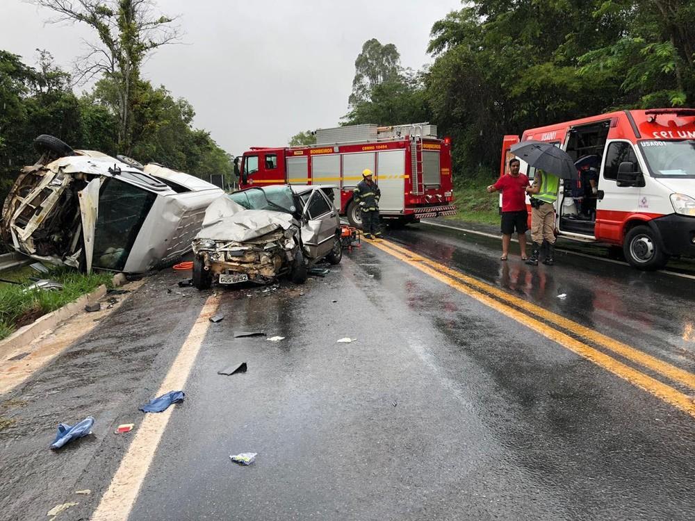 Uma pessoa morre e outras três ficam feridas em acidente na MG-050, próximo à cidade de Pimenta