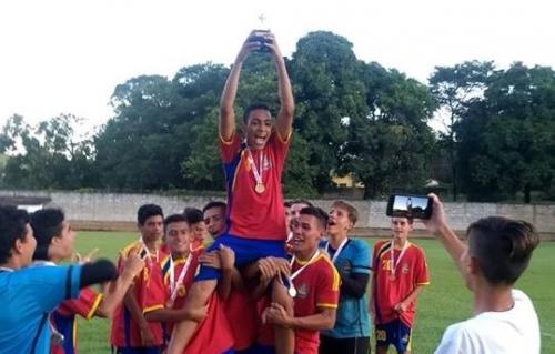 Sub 15 de Capitólio é campeão no futebol de campo