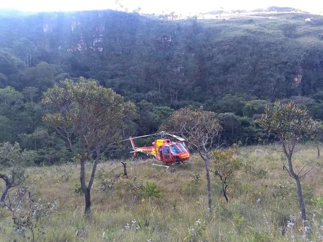 Bombeiros resgatam homem que caiu de montanha em São João Batista do Glória, MG