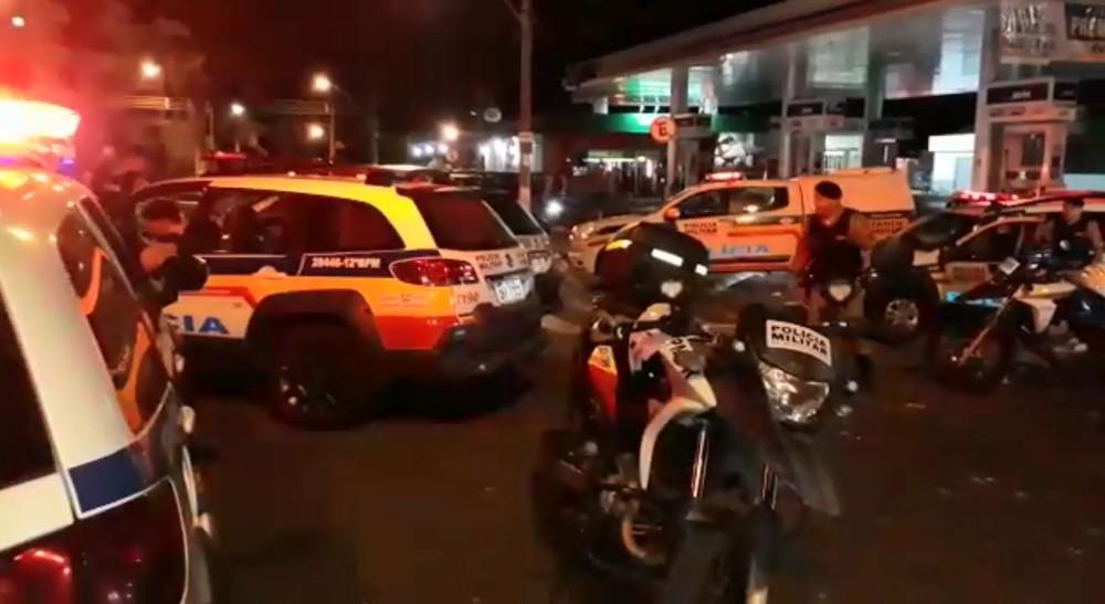Evento motociclístico termina com confusão e vandalismo em Passos